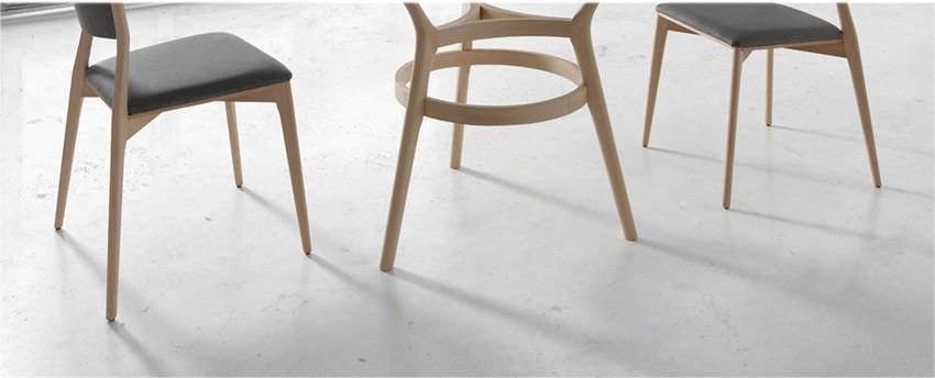 Mesa comedor redonda con tapa de cristal con patas de madera for Mesa comedor madera cristal