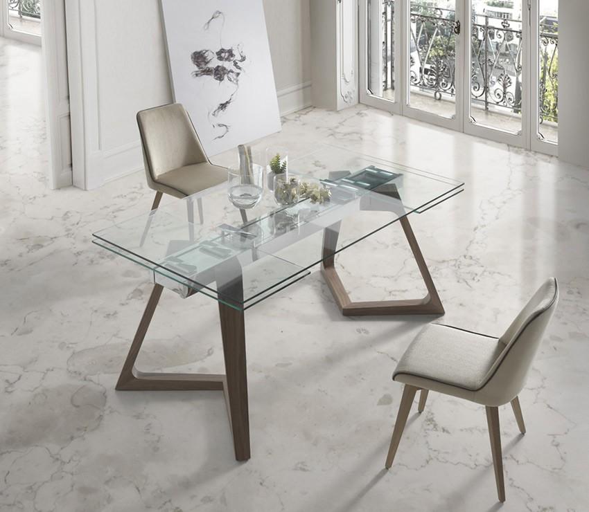 Mesa comedor extensible con tapa de cristal y patas de madera for Oferta mesa comedor extensible y sillas