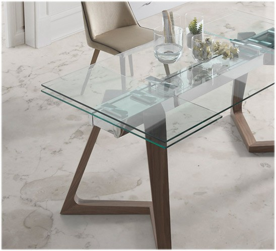 Mesa comedor extensible con tapa de cristal y patas de madera for Mesas de salon de cristal