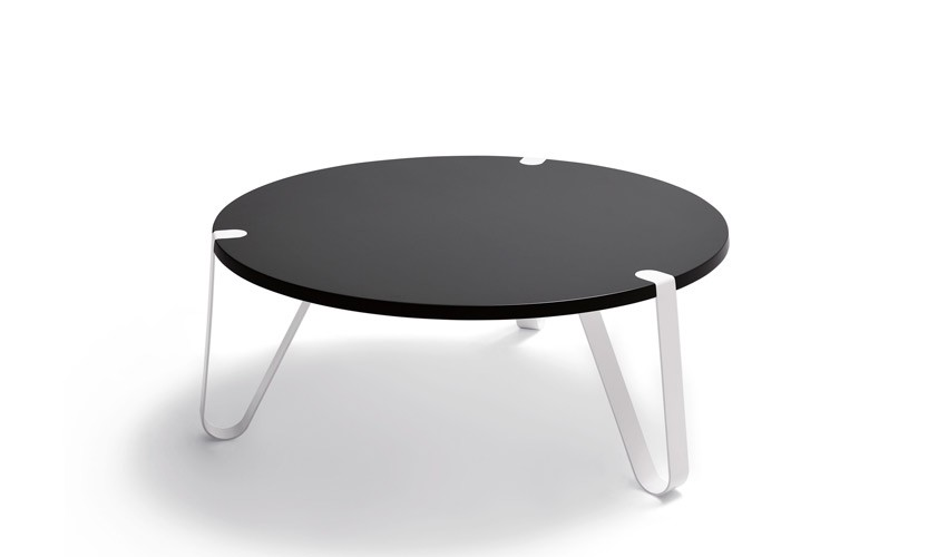 Mesa de Centro redonda con acabado lacado o en chapa natural y patas metálicas Ref L184000