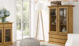 Vitrina fabricada en madera de Pino disponible en diferentes acabados Ref JI10075