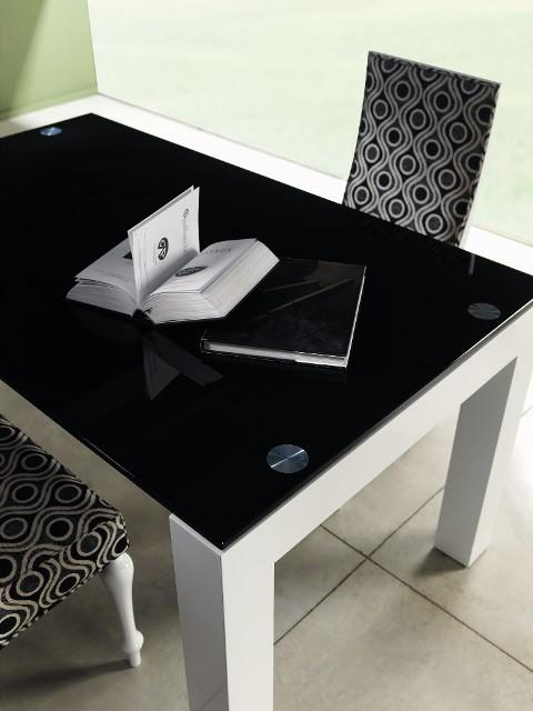 Mesa de comedor de dise o lacada con tapa cristal - Mesa de comedor de diseno ...