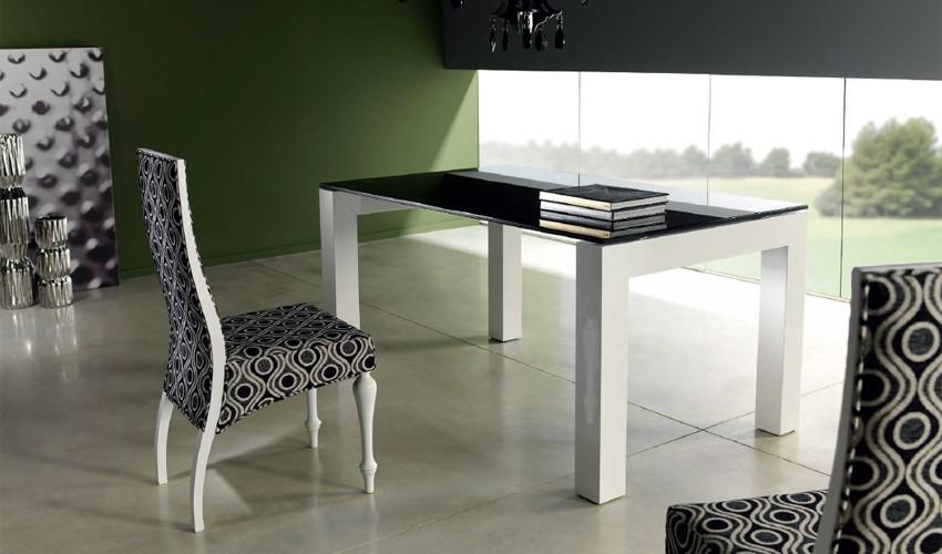 Mesa de comedor de dise o lacada con tapa cristal for Mesa diseno cristal