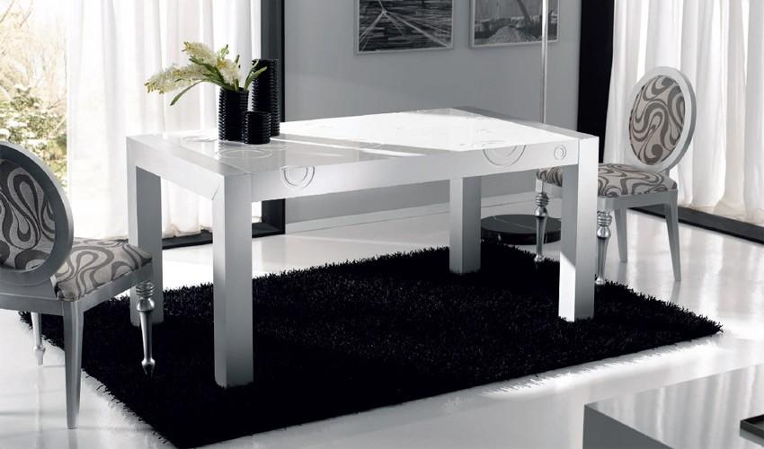 Mesa de comedor lacada con tapa grabada y extensible for Mesas de comedor ofertas