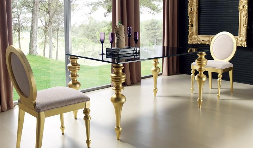 Mesa de comedor con tapa cristal y patas torneadas for Mesas de comedor de cristal