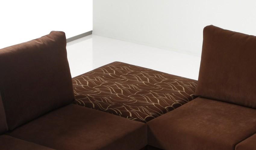 D42000 Pouff de gran calidad con patas de madera